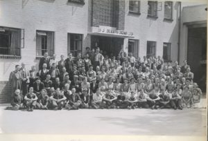New Kirk Mill, Berry's Chairworks group photo, 1947